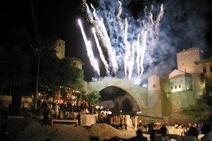 mostar-koprusu-restorasyon-saraybosna-osmanli-turk-300x225-300x200